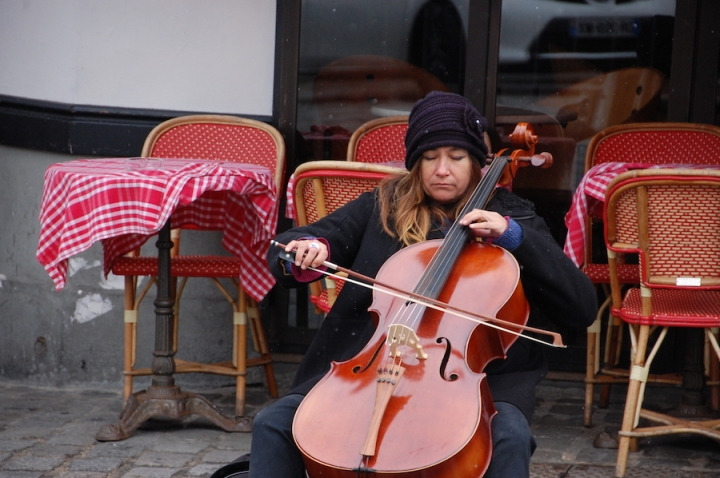 Paris - cello at Montmartre